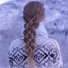 Dutch lace braids into an intricate five strand❣