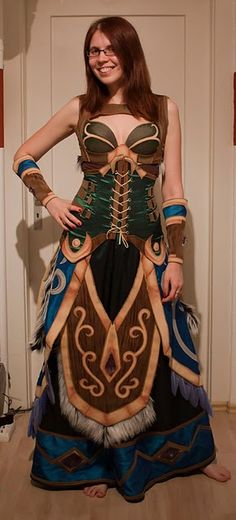 Some of the details on the corset gives me a few ideas.