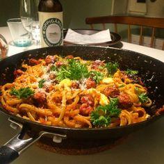 Pasta med soltorkad tomatpesto och salsiccia