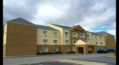 Ramada Inn Downtown Near Lake Coeur D'Alene Coeur d'Alene This Coeur d'Alene is 1.6 km from Wild Waters water park. The hotel offers an indoor swimming pool with a hot tub, a daily continental breakfast and free WiFi.