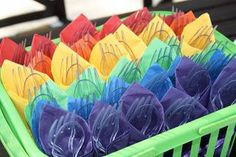 Why not fold your cutlery in Wiggly coloured napkins? Great idea! #thewiggles #wigglyparty
