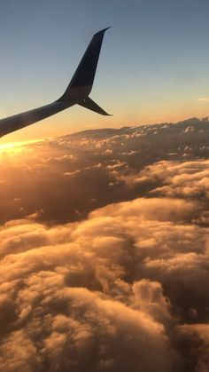 Benefits Your rise in popularity of universal remote design airplanes has erupted with recent years. Aesthetic Photography Nature, Nature Aesthetic, Travel Aesthetic, Orange Aesthetic, Airplane Photography, Sunset Photography, Travel Photography, Sky View, Aesthetic Movies
