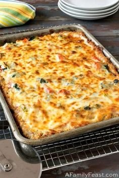 Sheet Pan Pizza Craving pizza but eating keto? This Keto Sheet Pan pizza has a low-carb crust and lots of delicious toppings.Craving pizza but eating keto? This Keto Sheet Pan pizza has a low-carb crust and lots of delicious toppings. Low Carb Pizza, Low Carb Keto, Low Carb Recipes, Cooking Recipes, Healthy Recipes, Delicious Recipes, Bread Recipes, Pizza Recipes, Pizza Pizza