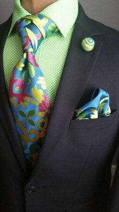 Match your tie to the rest of your outfit as the real gentleman you are! Sharp Dressed Man, Well Dressed Men, Mode Masculine, Mens Fashion Suits, Mens Suits, Men's Fashion, Suit And Tie, Classic Man, Gentleman Style