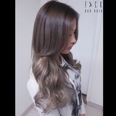 Ash Brown with ash blonde ends.. I think this is a gorgeous transition color for going from ash blonde to a darker color but don't want/dare to go all dark in once..