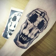 Tatuaje inspirado en la obra In Voluptas Mors de Dalí.