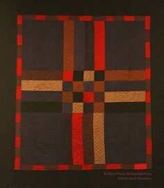 Marilyn Woodin, Kalona Quilt and Textile Museum curator and quilt collector, started the museum in 2000 from her collection of Amish and English quilts. Amische Quilts, Gees Bend Quilts, Sampler Quilts, Barn Quilts, Rustic Quilts, Antique Quilts, Vintage Quilts, Couettes Amish, Textiles
