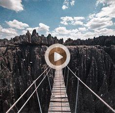 Vídeo 21 Madagascar – Paso por el puente colgante del Grand Tsingy de Bemaraha