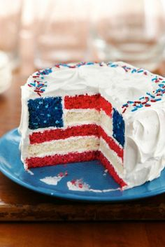 We've collected 33 photos with beautiful, yummy red, white and blue 4th of july desserts. You'll find here the big cakes, sweet desserts, colored cookies and patriotic punches. Catch the inspiration! ★ See more: http://glaminati.com/ideas-4th-of-july-desserts-cakes/?utm_source=Pinterest&utm_medium=Social&utm_campaign=ideas-4th-of-july-desserts-cakes&utm_content=photo31
