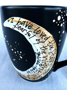 """Galileo """"I have loved the stars too fondly to be fearful of the night"""" Black, medium literary quote mug - with moon and stars"""