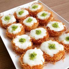 Değişik görünüşlü bir tatlı @z.e.e.i arkadaşımızdan. @z.e.e.i Kadayifli Bülbül yuvası : Muffin