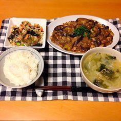 麻婆茄子、春雨の中華サラダ、キャベツとワカメのスープ。いただきます。 - 12件のもぐもぐ - 今日の晩御飯 by yujimrmt
