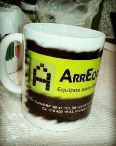 Mug con el logo y la informacion de la empresa