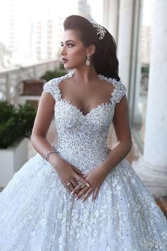 2016 Ball Gown Wedding Dresses 3D-Floral Appliques Beaded Luxury Bridal Gowns