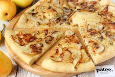 Классическое сочетание мягкого сыра с плесенью и груши идеально в качестве начинки для пиццы! Горгонзолла сама по себе имеет насыщенный вкус и аромат, немного резкий и одновременно сливочный, а сладкая груша подчёркивает и дополняет его пикантность. На основе из теста эти ингредиенты сочетаются просто божественно! Изысканная начинка, тонкий слой теста, аромат итальянских трав- пицца с грушей и сыром горгонзола не зря завоевала сердца многих ценителей итальянской кухни!