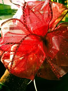 Bow making.  How to make a beautiful bow Christmas Bows, Christmas Crafts, Christmas Ideas, Bow Making, How To Make Bows, Holiday Parties, Projects To Try, December, Handmade Christmas Crafts