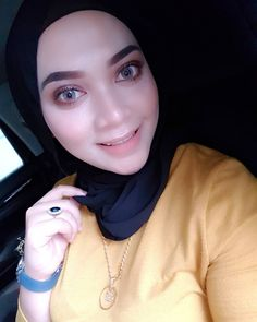 hijab terbaru #hijaberlovers Muslim Fashion, Hijab Fashion, Hijab Tutorial, Hijab Outfit, Style, Swag, Hijabs, Hijabs, Moslem Fashion