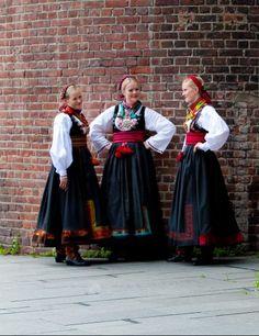 Almankås beltestakker med band Folk Costume, Costumes, In My Feelings, Norway, Give It To Me, Feminine, Band, Folklore, Fashion