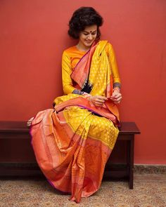 Taapsee Pannu Makes a statement in a Gaurang 'Bidri Art' Inspired Sari Indian Attire, Indian Ethnic Wear, Indian Outfits, Western Outfits, Ethinic Wear, Sumo, Sari Design, Modern Saree, Taapsee Pannu