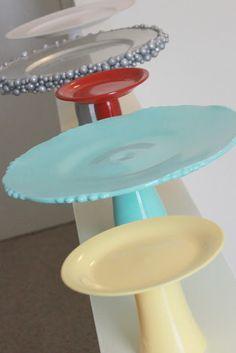 Buenisima idea de como hacer estos posatortas y es mucho más simple de lo que se ve! Vale la pena, lo voy a hacer si o si (se necesita un plato, un vaso, pintura y listo!)