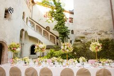 Featuring free WiFi throughout the property Schloss Friedberg is located in Volders and occupying a old castle mi from Innsbruck. Schloss Friedberg Volders Austria R:Tyrol hotel Hotels Wedding Planner, Destination Wedding, Wedding Venues, Luxury Wedding, Dream Wedding, Tyrol Austria, Castle, Table Decorations, Innsbruck