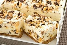 Choc Honeycomb Slice: Another NESTLÉ Sweetened Condensed Milk recipe from our 100 years of Sweet Baking Memories Book. This luscious ice cream dessert slice is great for summer days - so creamy, so easy and so delicious! (easy baking recipes for summer) Greek Desserts, Ice Cream Desserts, Frozen Desserts, Baking Recipes, Cake Recipes, Dessert Recipes, Ideas Paso A Paso, No Bake Slices, Delicious Desserts