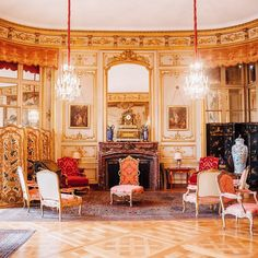 Reminiscing about the dazzling interior of the Castle of Beloeil. #chateaudebeloeil #dreamhouse