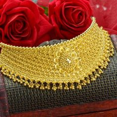 Explore the trendy collection of gold necklace set at Waman Hari Pethe Sons. Gold Bangles For Women, Gold Bangles Design, Gold Earrings Designs, Gold Jewellery Design, Gold Jewelry Simple, Gold Wedding Jewelry, Gold Mangalsutra Designs, Fancy Jewellery, Chokers