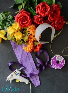 Tutorial for making a Dia de los Muertos (Day of the Dead) floral headpiece. Halloween 2018, Theme Halloween, Holidays Halloween, Halloween Crafts, Halloween Decorations, Halloween Costumes, Halloween Makeup, Teacher Costumes, Zombie Costumes