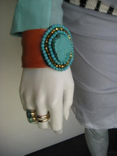 Gave leren armbanden € 24,95 en diverse ringen, €39,95
