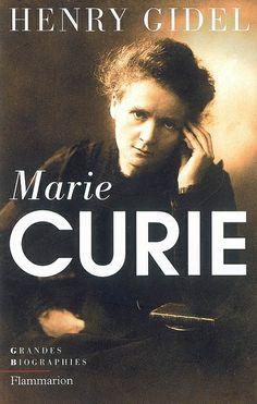 """530.092 GID - Marie Curie / H. Gidel. """"Comment imaginer que Marya Sklodowska, jeune polonaise pauvre et sans appui arrivant à Paris à la fin du XIXe siècle, décrocherait 2 prix Nobel et entrerait au Panthéon ? Plus connue sous son nom de femme mariée, Marie Curie et le couple qu'elle forma avec son mari font partie des figures légendaires de la science moderne. Mais connaît-on vraiment le parcours qui l'a menée à identifier le radium et à bénéficier d'une renommée universelle ?"""""""