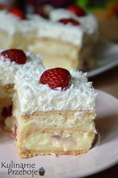 Pyszne ciasto bez pieczenia z truskawkami, raffaello Delish Cakes, Polish Desserts, Decadent Cakes, Pastry Cake, Homemade Cakes, Vanilla Cake, Sweet Recipes, Sweet Tooth, Bakery