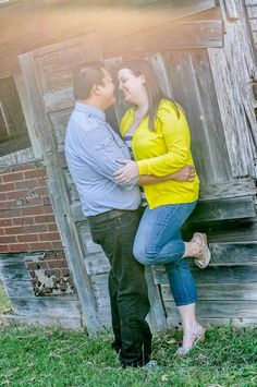 Engagement pictures photos session plus size ideas poses barn lighting