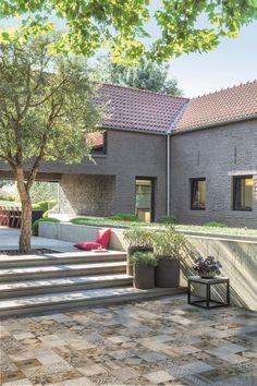 Haal het zuiden in huis met de Mosaic Arabica! De zuiderse look van deze terrastegel biedt je al het mooie van een keramische tegel in combinatie met de voordelen van een stevige, makkelijk te onderhouden betontegel.