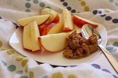 Everyones favorite healthy snack, Apples + PB | Healthy Hits the Spot