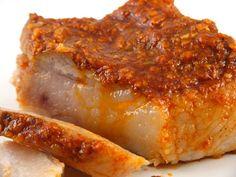Slaninuta fiarta cu usturoi si boia (my dads fave! Charcuterie, Romania Food, Hungarian Recipes, Smoked Bacon, 30 Minute Meals, International Recipes, Pork Recipes, Food Hacks, Main Dishes