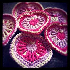 OverlayHeart - free crochet tutorial @ A Bag Full of Crochet
