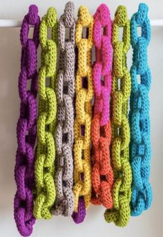 Crochet Chain Necklace - Tutorial and free pattern. I repinned this before I realized this is an etsy photo for a $5 pattern. The link to the FREE pattern looks a lot like this. Photo Link: https://www.etsy.com/listing/151747061/chain-link-scarf-crochet-pattern-crochet