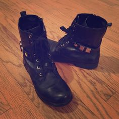 Nine West Leather Combat Boots Great leather boots with gold hardware and inside zip. Hardly worn, great condition Nine West Shoes Combat & Moto Boots