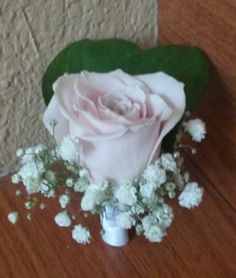 Pink rose with baby breath boutonniere. #pinkboutonniere #pinkroseboutonniere #rosebabybreathboutonniere