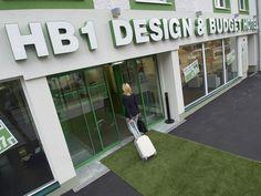 Eingangsbereich - HB1 Design & Budget Hotel Wien Schönbrunn 1st Night, Books Online, Interior Inspiration, Budgeting, Outdoor Decor, Design, Vacation, Slipper, Craft Tutorials
