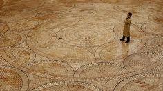 Obras del Arquitecto Rogelio Salmona Floor Ceiling, Paving Stones, Brickwork, Brick Wall, Animal Print Rug, Design Elements, Interior Architecture, Flooring, Bricks