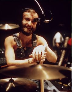 Check out Phil Collins @ Iomoio Peter Gabriel, Banks, Phill Collins, Mike Rutherford, Genesis Band, Solo Music, Music Pics, Drummer Boy, Body Shots