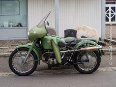 Ein altes Motorrad mit Beiwagen
