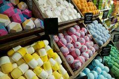 Lush Londen | Dé winkel die je moet bezoeken als je in Londen bent! Lush, Dairy, Food, Meal, Essen, Hoods, Meals, Eten