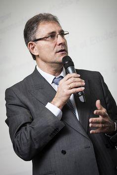 Gilbert Blaise, directeur Environnement de Travail SNCF / Forum Bien vivre au travail SNCF (novembre 2013) 2013, Suit Jacket, Suits, Jackets, Fashion, November, Environment, Down Jackets, Moda