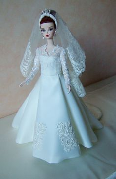 Robe de mariée poupée fait main Silkstone Barbie et Fashion