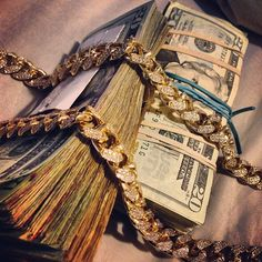 Find images and videos about luxury, gold and rich on We Heart It - the app to get lost in what you love. Money On My Mind, Show Me The Money, How To Get Money, Money Today, Grana Extra, Mo Money, Cash Money, Money Pics, Money Images