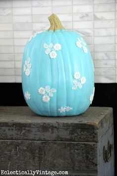Lace Pumpkin - love everything about this fun fall craft!  eclecticallyvintage.com