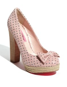 those shoes! little girls shoes another one with a big heel. Great women shoes women shoes women shoes flats women shoes womens f. Retro Mode, Mode Vintage, Pretty Shoes, Beautiful Shoes, Crazy Shoes, Me Too Shoes, Polka Dot Shoes, Polka Dots, Shoe Boots
